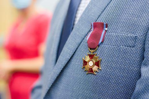 Medale i odznaczenia dla pracowników WBiB i INB