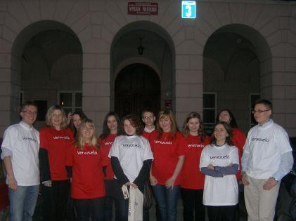 Członkowie Koła przed wejściem do Wydziału Politologii