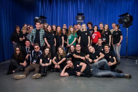 Współpracownicy TV UMCS - zdjęcie grupowe studiu