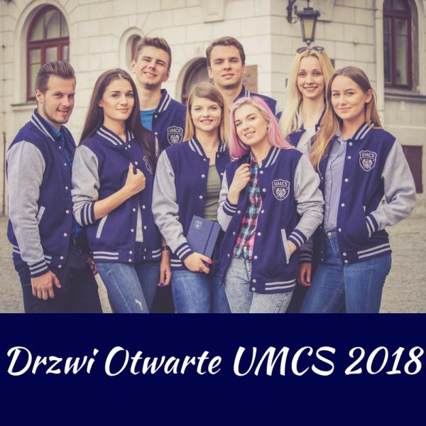 Grupa studentów w bluzach UMCS. Podpis: Drzwi Otwarte UMCS 2018