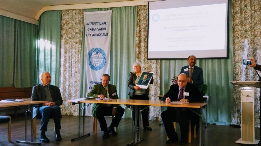"Konferencja ""Between Folk Culture and Global Culture..."